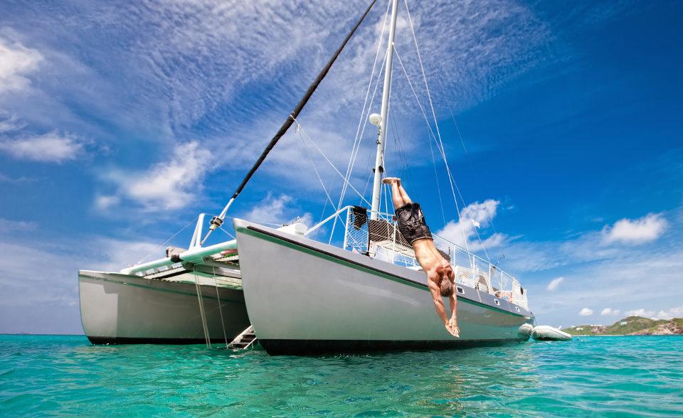 Un Tuffo dal Catamarano nel Mare di Sicilia