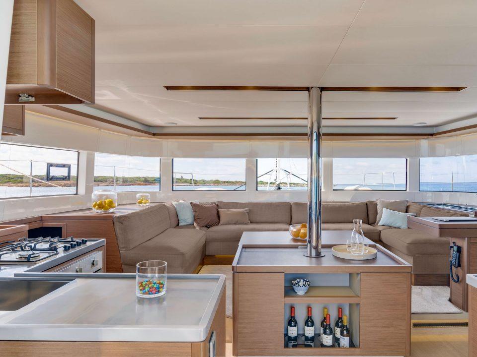 Raccolta differenziata a bordo di un catamarano