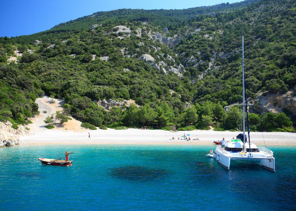 Momento di Relax durante tour dell Isole Incoronate in catamarano